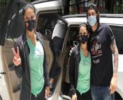 Sunny Leone Spotted in Andheri with Husband Daniel Weber check out the Video to know more<br/><br/>#SunnyLeone #SunnyLeoneFamily #SunnyLeoneChildren's